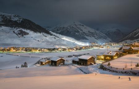 Alpine Ski Resort 's nachts, Winterlandschap, Livigno, Italië