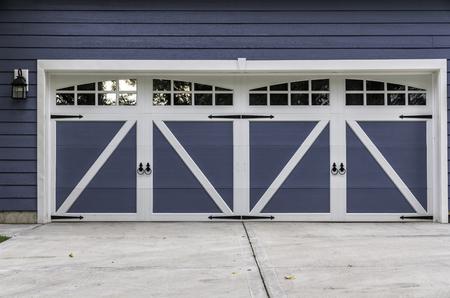 American car wooden garage with driveway Reklamní fotografie