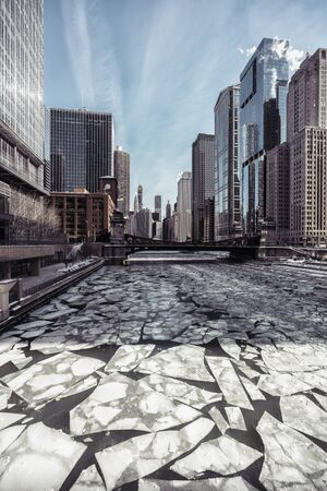 Ice floes on Chicago River, winter scenery, polar vortex Imagens