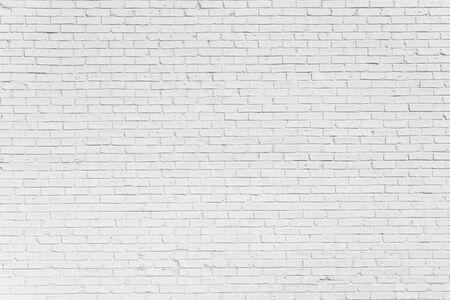 Mur blanc peint en brique avec des ombres délicates, peut être utilisé pour la texture ou l'arrière-plan