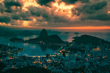 Skyline panorama of Rio de Janeiro at sunrise, Brazil. Sugarloaf Mountain and Botafogo Bay 版權商用圖片