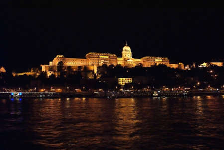 Palacio de Budapest en la noche Foto de archivo - 7859781