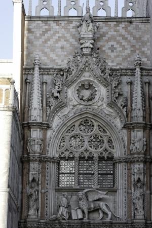 vacance: Venezia, Piazza San Marco particolare di Palazzo Ducale Editoriali