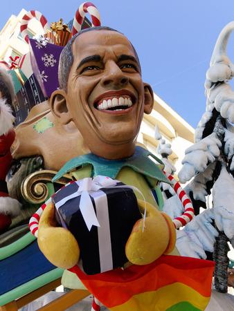 viareggio: VIAREGGIO, ITALY - FEBRUARY 23:   allegorical mask of president Obama at Viareggio Carnival held February 23, 2014 Editorial