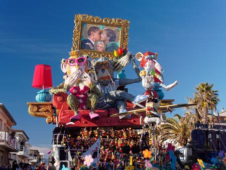 viareggio: VIAREGGIO, ITALY - FEBRUARY 2:   allegorical float about the world politics situation at Viareggio Carnival held February 2, 2013 Editorial
