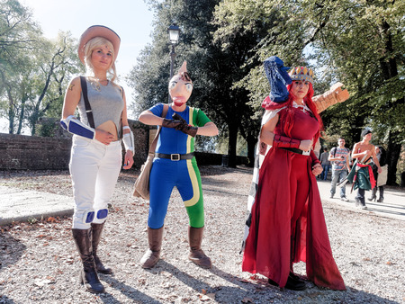 vendicatore: LUCCA, ITALIA - 11 novembre: i personaggi dei cartoni animati le maschere a Lucca Comics detenute 1 novembre 2014 Editoriali