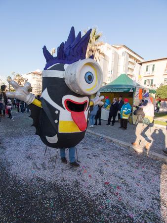viareggio: VIAREGGIO, ITALY - FEBRUARY 2:   allegorical float of minions at Viareggio Carnival held February 2, 2015 Editorial