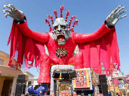 viareggio: VIAREGGIO, ITALY - FEBRUARY 23:   allegorical float at Viareggio Carnival held February 23, 2014 Editorial