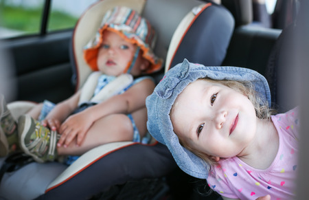 happy kids in the car in summer Standard-Bild