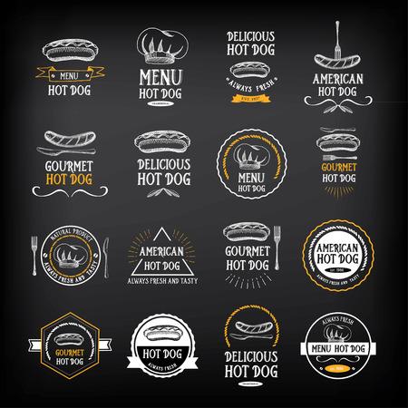 Insignias de perros calientes y elementos de diseño de menú.