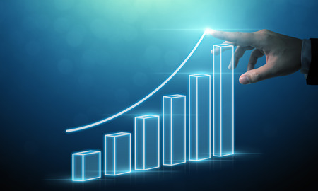 Bedrijfsontwikkeling tot succes en groeiend groeiconcept, zakenman wijzende pijlgrafiek bedrijfstoekomstig groeiplan Stockfoto