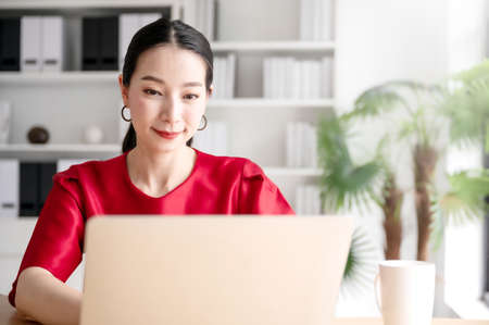 Work from home concept, Portrait of beautiful young asian woman working on laptop in workplace Zdjęcie Seryjne