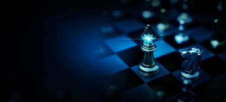 Chess board game to represent the business strategy with competition and challenging concept 免版税图像