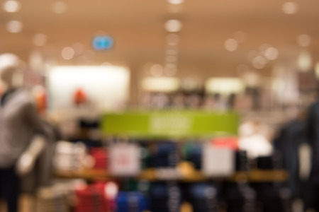 kledingwinkel: kledingwinkel bokeh achtergrond Stockfoto
