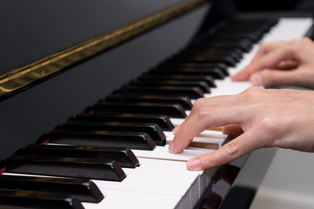 fortepian: Odtwarzanie fortepian Zdjęcie Seryjne
