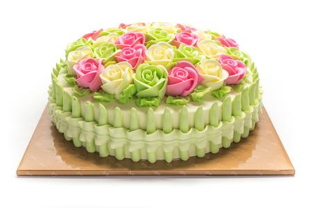 白の花で誕生日ケーキ 写真素材