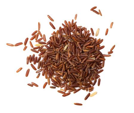 arroz blanco: arroz rojo sobre fondo blanco Foto de archivo