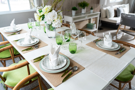 Set Dining Room Table in house