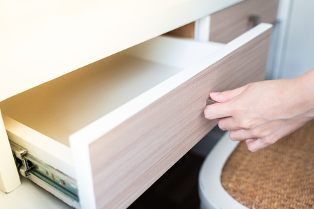 Use Hand Pull Open Drawer Wooden Stockfoto
