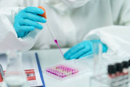 Scientist in laboratory with biological tube for analysis and sampling of Covid-19. Banque d'images