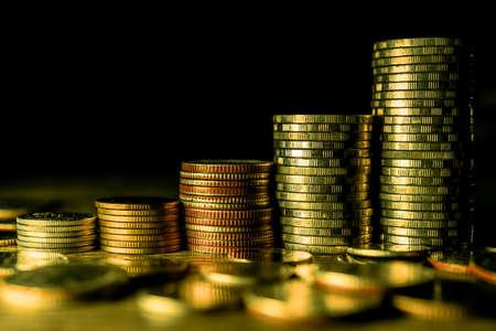 Stack of gold coins on dark background. Standard-Bild