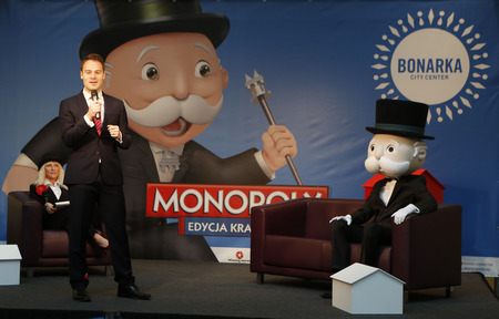 monopolio: KRAKOW, POLAND - NOVEMBER 07, 2015: First run Monopoly Edition Cracow Krakow at shopping center Bonarka City Center op Peter Griffin - Chairman Winning Moves