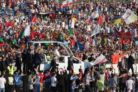 BRZEGI, ポーランド - 2016 年 7 月 30 日: 世界の青年日 2016 年クラクフ op 教皇フランシス近く Brzegi 報道画像