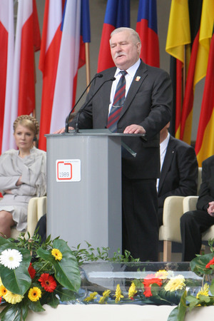 KRAKOW, POLAND - JUNE 04, 2009: 20th Anniversary of the collapse of Communism in Central Europe op Lech Walesa Editorial