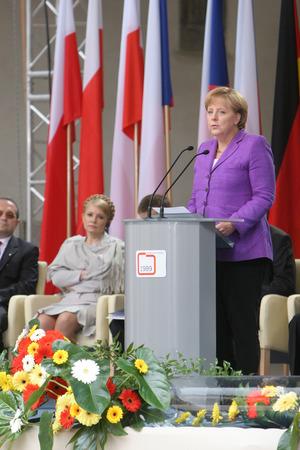 derrumbe: Cracovia, Polonia - 04 de junio de 2009: 20 años de la caída del comunismo en Europa Central O  P canciller de Alemania, Angela Merkel,