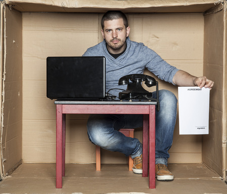 cramped space: Agreement for trainee Stock Photo