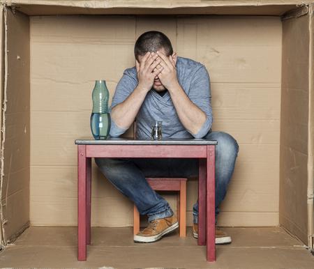 alcoholismo: desglose y la depresi�n llevaron al alcoholismo Foto de archivo