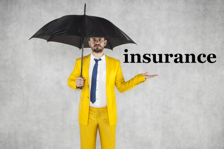 insurance agent recommends a good insurance