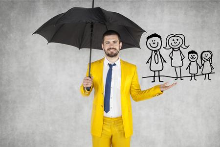 agente de seguros de asegurar su familia