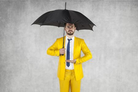 agente de seguros dispuesta a proteger su propiedad