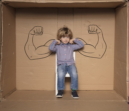 Ein Kleinunternehmer zeigt in einem Vorstellungsgespräch seine Stärken