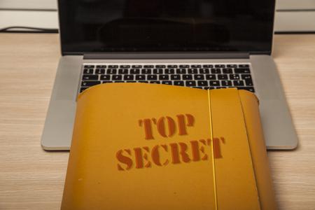 Fichier avec des données confidentielles sur l & # 39 ; entreprise . fermer le gros plan Banque d'images - 98226155