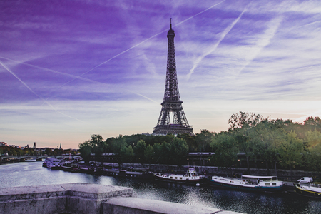 The puple sky over Eiffel tower 스톡 콘텐츠