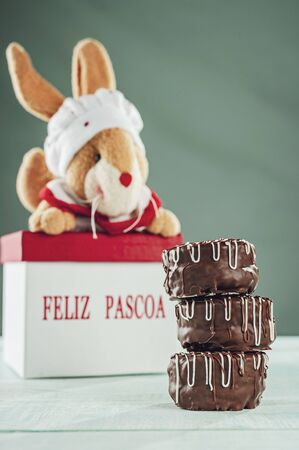 Brazilian home made honey cookie chocolate covered and happy easter box - Pão de Mel Banco de Imagens