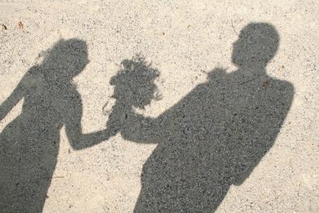 shadows: sombra de una pareja de novios Foto de archivo