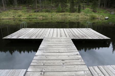 landing stage: wooden landing stage