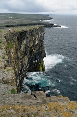 aran islands: Acantilados en Inish M�s, Islas Aran Foto de archivo