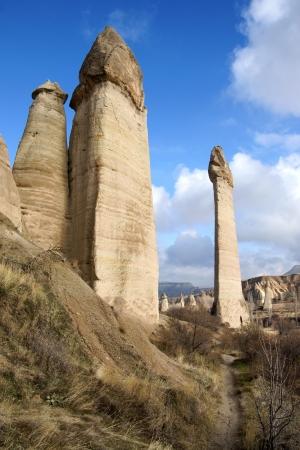 pene: Paisaje de pináculos en Love Valley cerca de Goreme, Turquía Foto de archivo