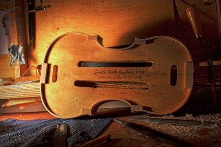 violin making: Violin salver. Nicola Gagliano 1758. Made in Naples, Italy in 2010. Luthier tool Stock Photo