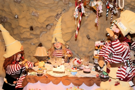 cobbler: Gnomes at the table who are having a party