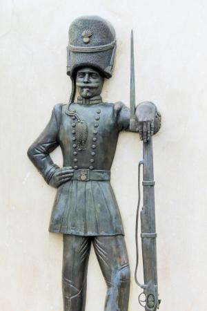 metal sculpture: scultura in metallo sul marmo raffigurante un sardo granatiere Archivio Fotografico