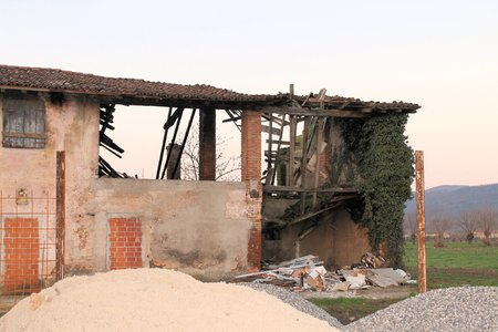 abandoned farmhouse abandoned farmhouse: ruins of ancient abandoned farmhouse