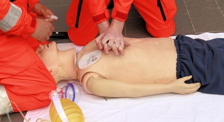 resuscitation performed by health care professionals to dummy