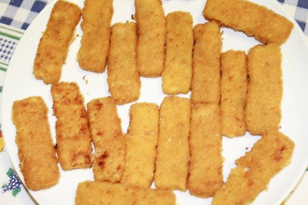 crumbing: sticks of breaded fish