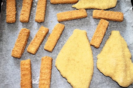 crumbing: breaded fish on baking paper