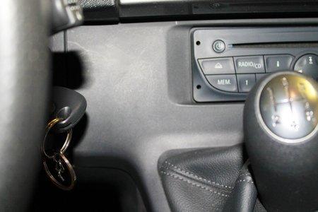 palanca de cambios: interior del coche con palanca de cambios Foto de archivo